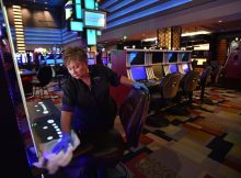 How One Can Sell Online Gambling